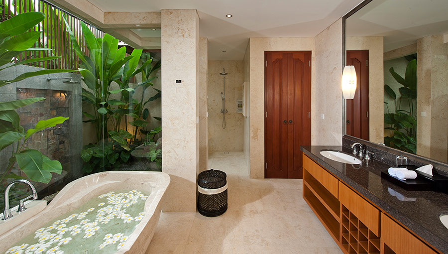Villa-Joss-Master-bathroom