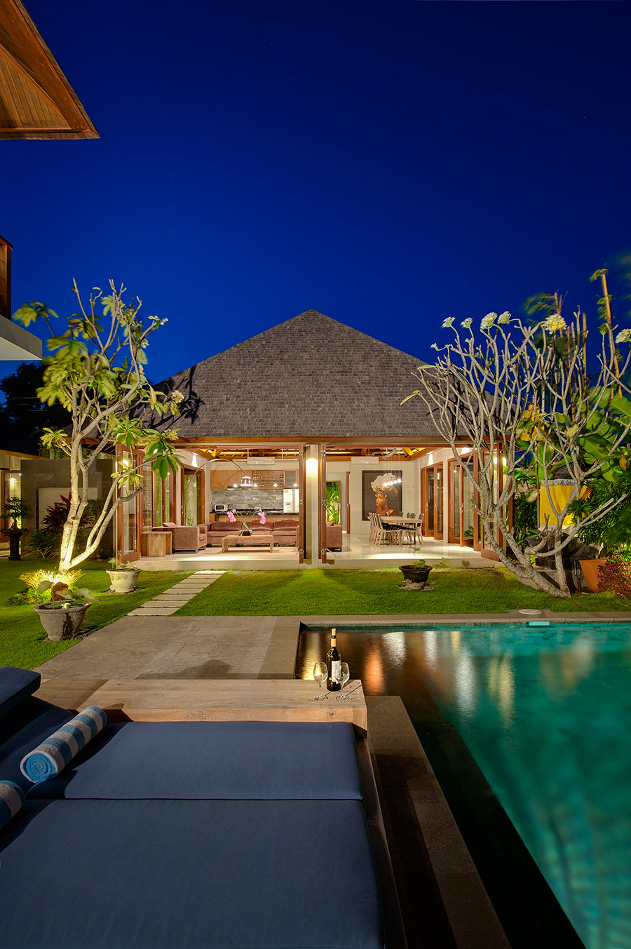 Villa-Joss-Poolside-at-night