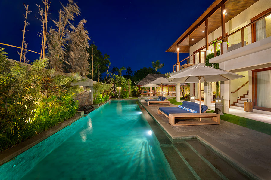 Villa-Joss-Swimming-pool-at-night