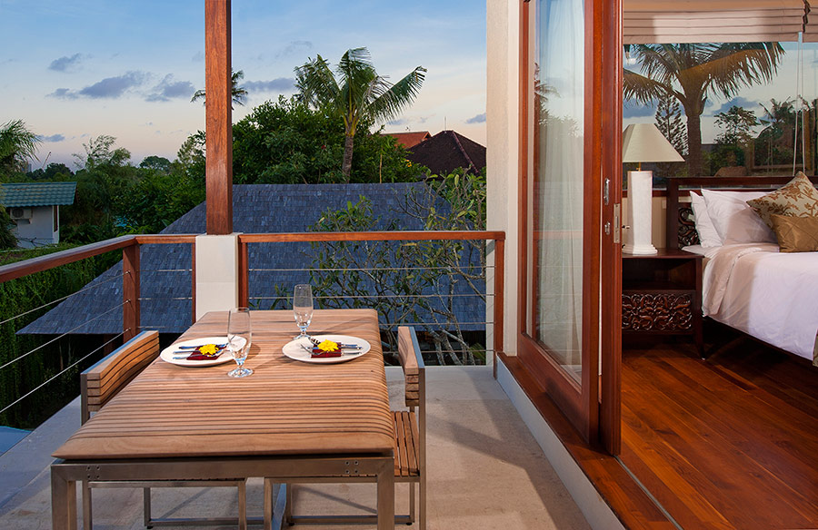 Villa-Joss-Upper-level-bedroom-balcony